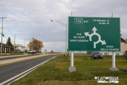 On circule sur le nouveau carrefour giratoire à St-Gédéon