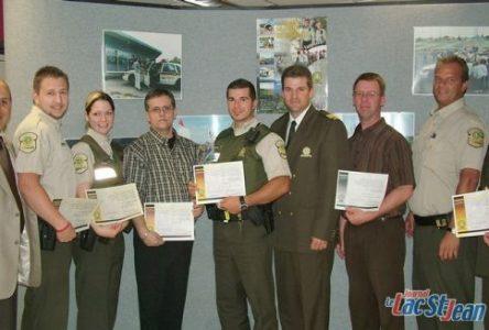 Un citoyen et six policiers sont honorés