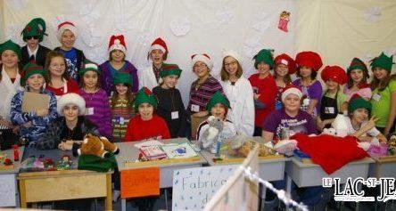 Une belle visite des lutins à l'atelier du Père Noël