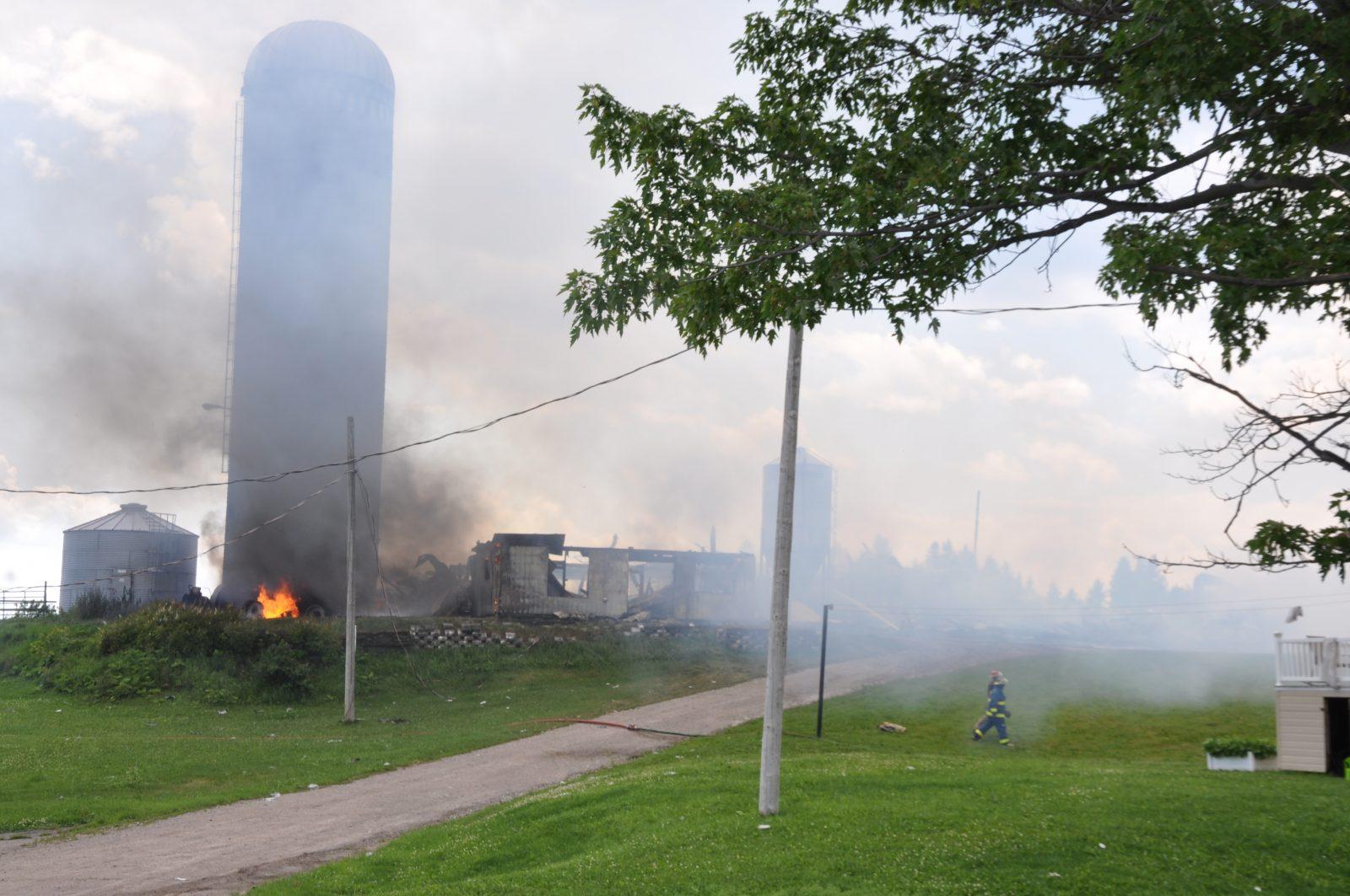 Ferme incendiée sur la Route du Lac