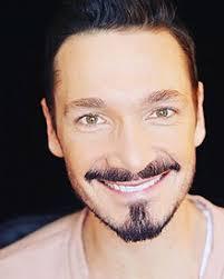 Le chanteur Michaël : Un show à l'image de son parcours