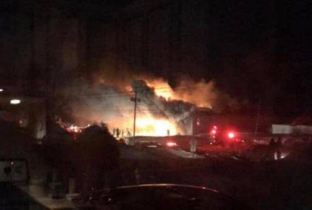 Incendie d'un bâtiment commercial de Saint-Bruno