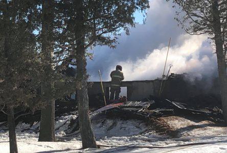 Violent incendie à Métabetchouan: un 2e corps retrouvé dans les décombres