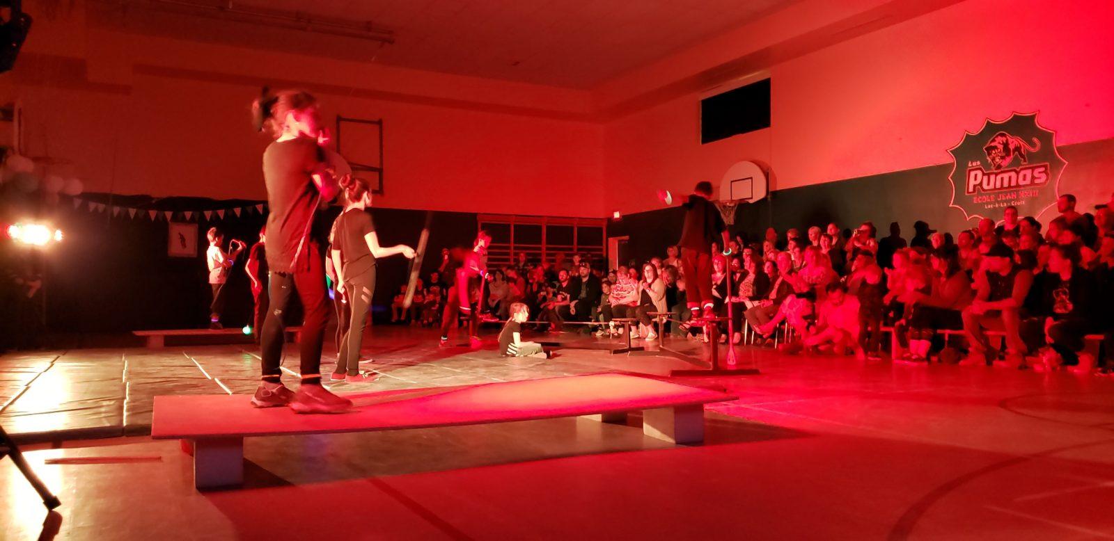 École Jean XXIII : Un spectacle de cirque haut en couleur