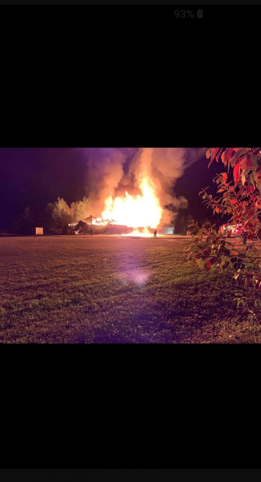 La salle Hall le Jeannois détruite par les flammes