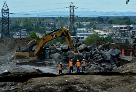 Le dynamitage de 25000 m/c de roc: Le rocher du Manoir disparait pour faire place au carrefour giratoire