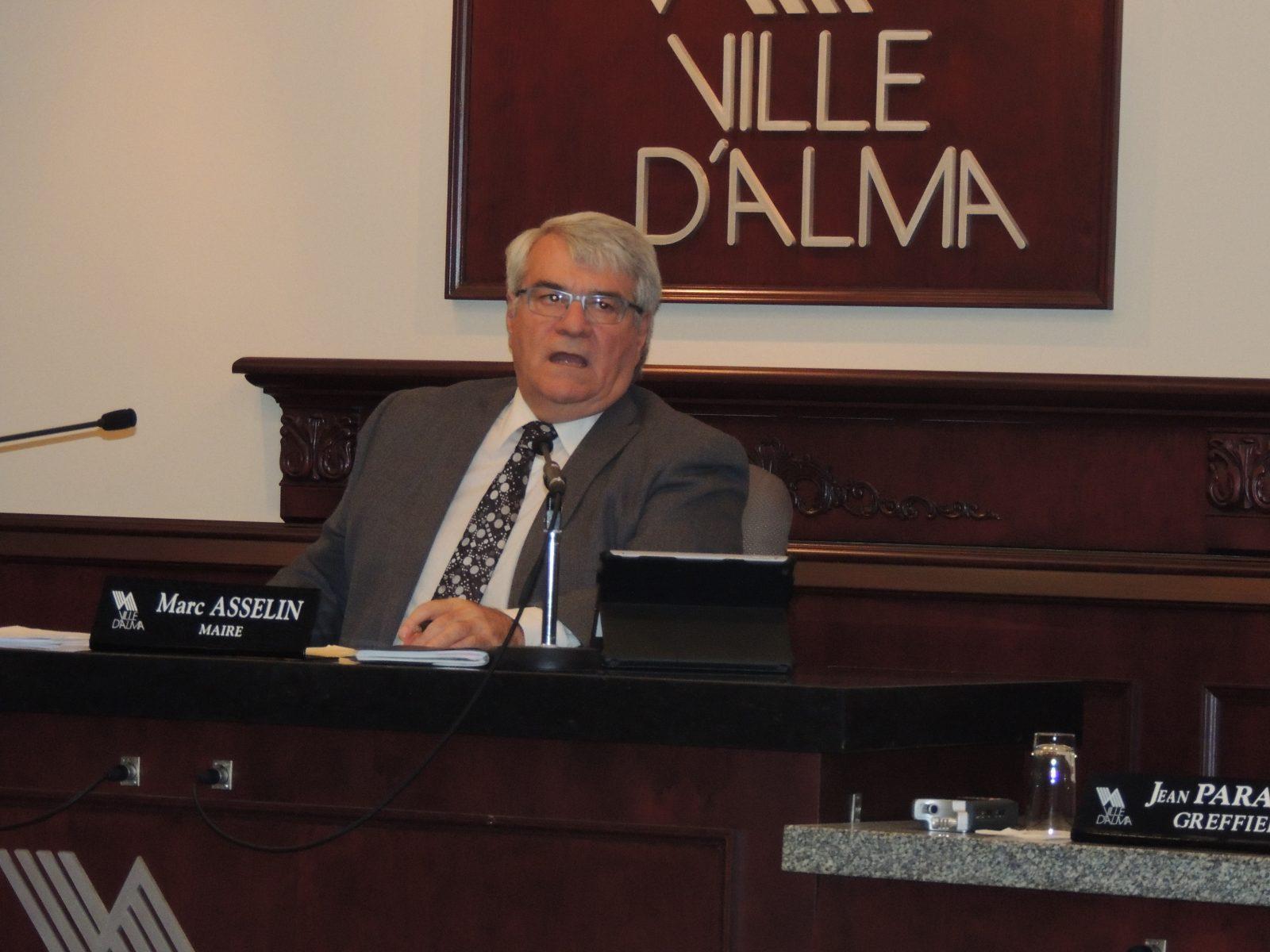 N'attaque pas Alma qui veut: Le maire Marc Asselin contient difficilement sa colère