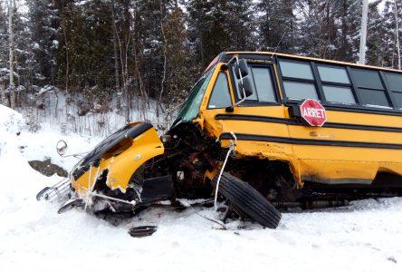 Le conducteur de l'autre véhicule décédé; les élèves pris en charge