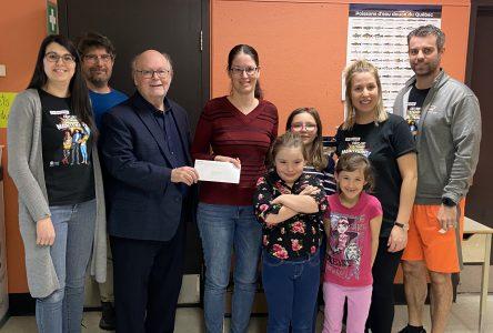 Un don de 1000 $ pour le projet éducatif « Histoire de saumon » à l'école Notre-Dame-du-Rosaire