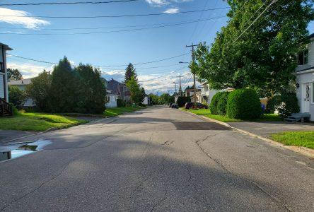 Vitesse dans les quartiers résidentiels : Alma veut une plus grande présence policière