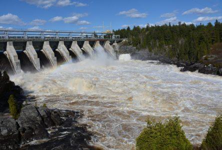 Rio Tinto et Résolu : Une campagne pour rappeler la prudence près des centrales hydroélectriques
