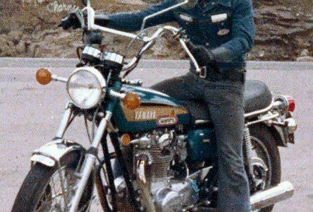 Poney le damné d'Alma : Une biographique sur un ancien motard