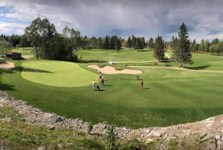 Ouverture imminente des clubs de golf de la région