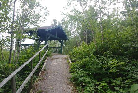 Amélioration des sentiers du lac de l'Aqueduc: Larouche investit dans les activités plein air