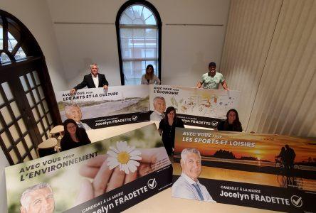 Affichage électoral : Jocelyn Fradette s'allie avec des artistes d'Alma