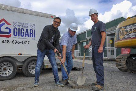 Centre de conditionnement physique : Une première pelletée de terre à Labrecque