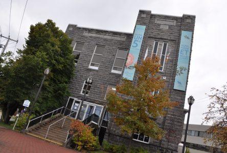 L'hôtel de ville d'Alma et l'Édifice Paul-Tremblay cités bâtiments patrimoniaux